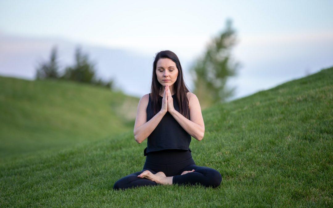 Podstawowe pozycje jogi kundalini